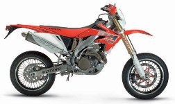 Photo d'un Honda CRM F450 rouge supermotard