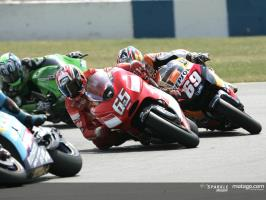 Motos gp en plein virage
