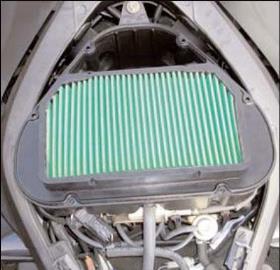 nettoyage remplacement du filtre air sur une moto. Black Bedroom Furniture Sets. Home Design Ideas