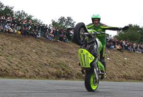 Le wheelie no hand